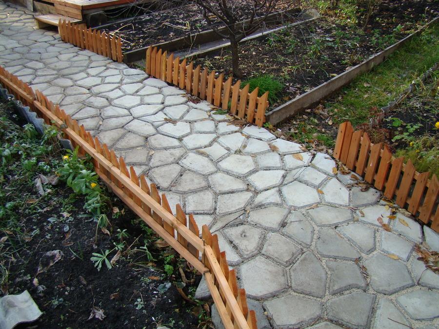 Дорожки на даче из форм